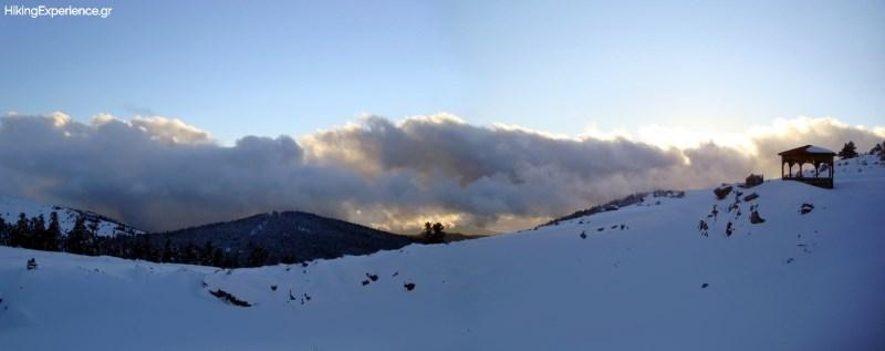 Η θέα γύρω από το καταφύγιο Μιχάλης Δέφνερ στη θέση Σαραντάρι