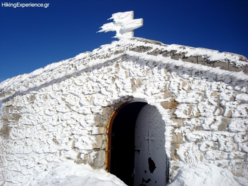 Το εκκλησάκι του Προφήτη Ηλία (2250μ)